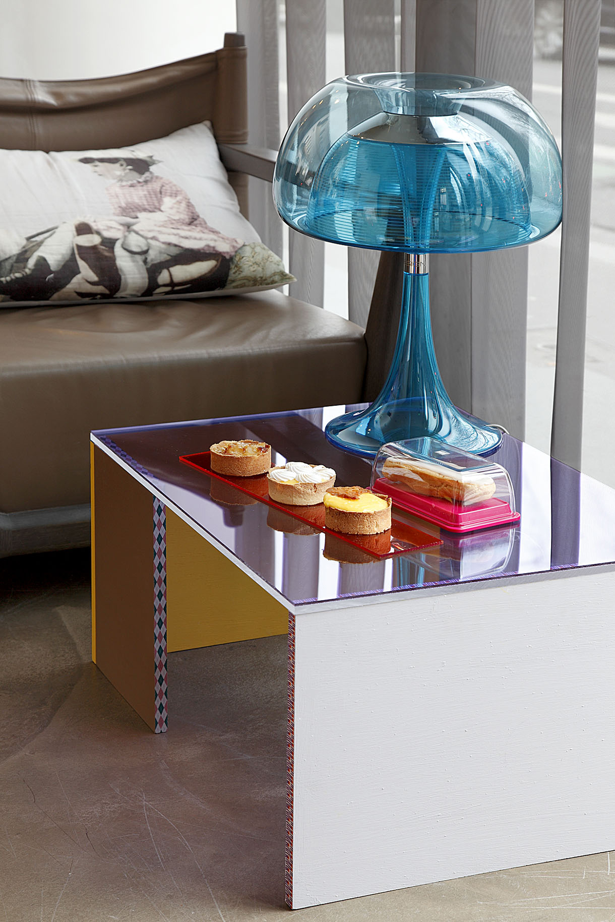 Une Table Basse En Plexiglas Maison Creative