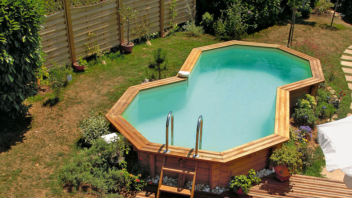 Piscine bois semi enterr e terrain en pente for Piscine rouffach
