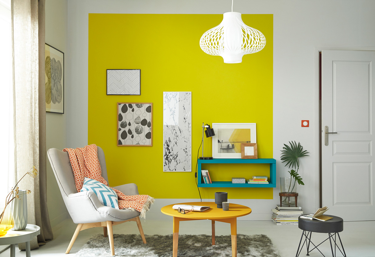 Le jaune habille les murs maison cr ative for Deco mur salon design