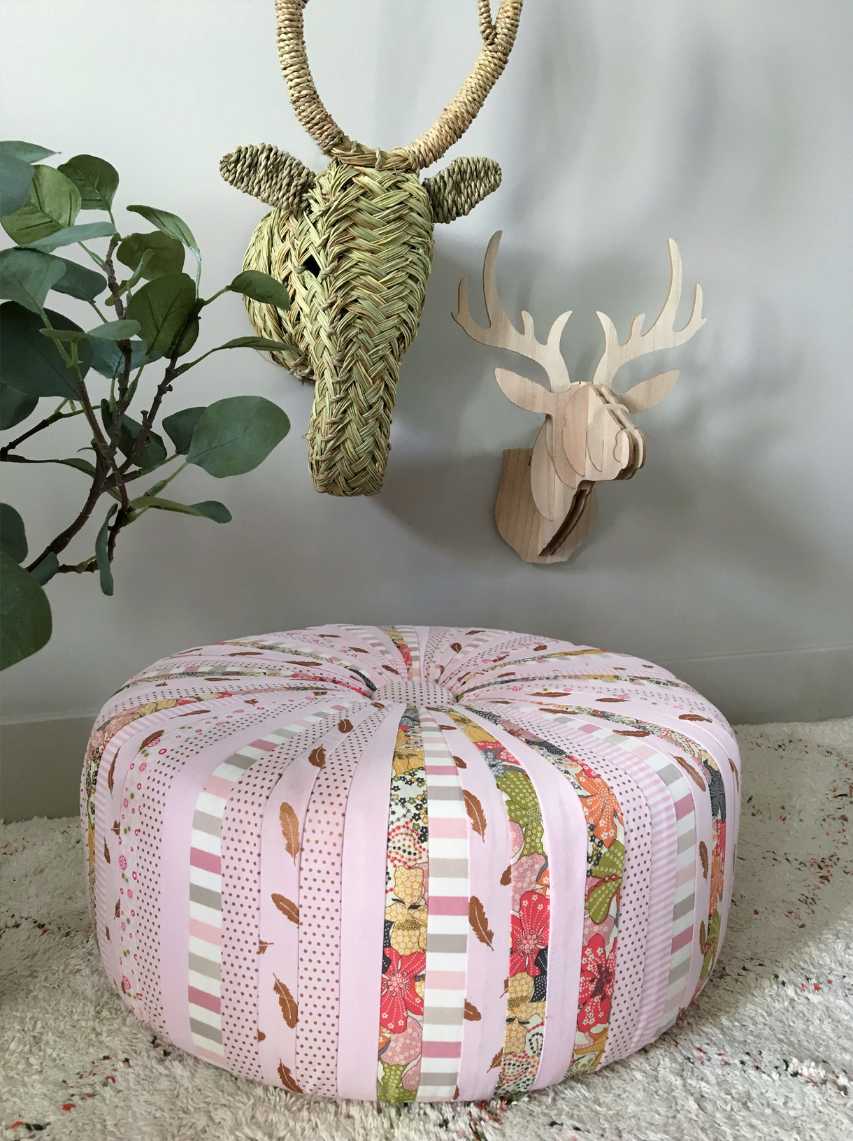 diy nos tuto et cr ations en tissu pouf vide poche maison cr ative. Black Bedroom Furniture Sets. Home Design Ideas