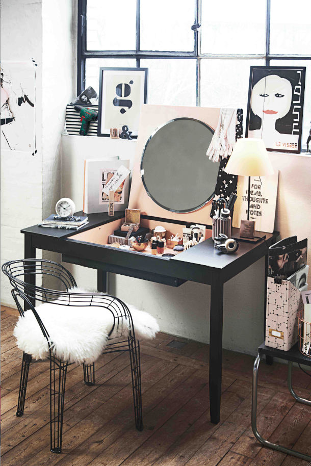 transformer une table en bureau coiffeuse convertible. Black Bedroom Furniture Sets. Home Design Ideas