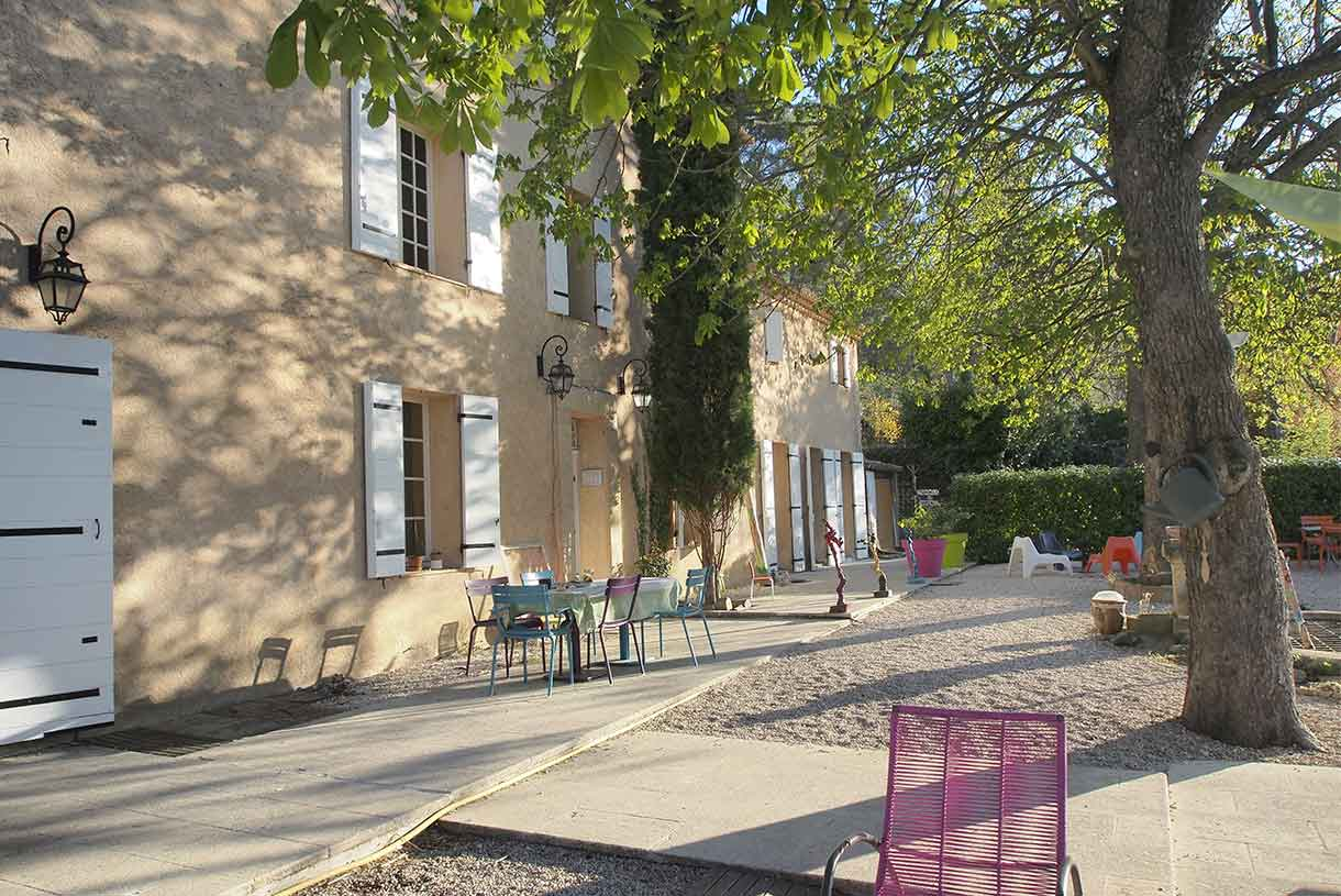 Une bastide aix for Amenager son jardin en provence