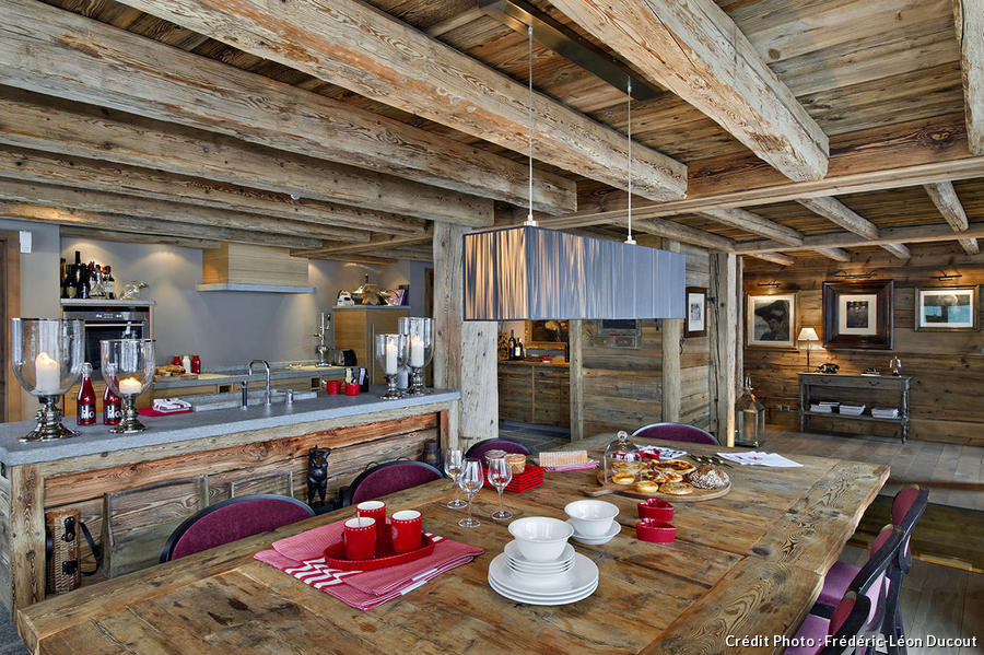 En suisse un chalet authentique et tout confort maison for Table exterieur suisse