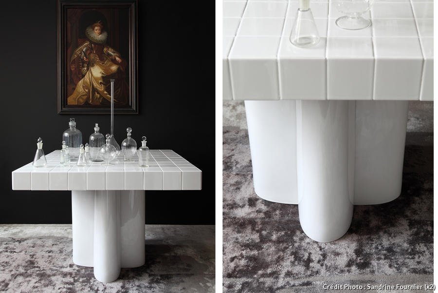 table en carrelage blanc