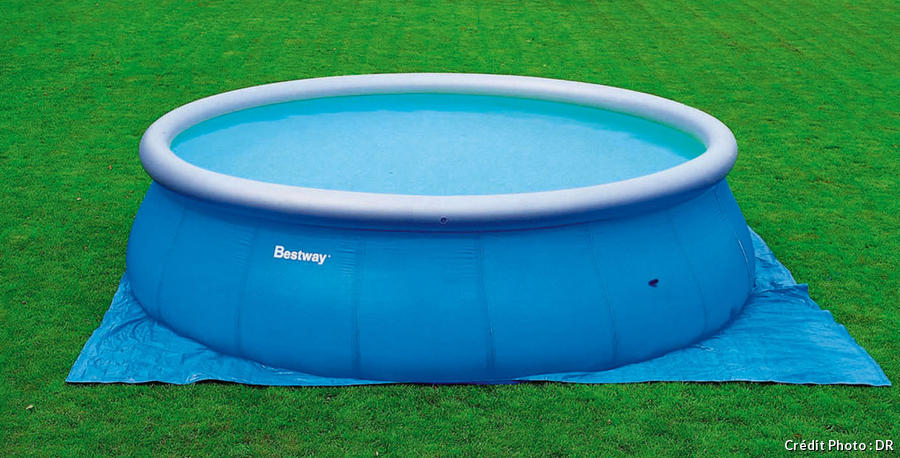 Piscine semi enterr e hors sol bien choisir son mod le for Piscina autoportante