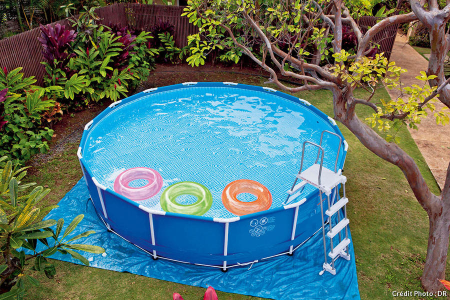 Piscine semi enterr e hors sol bien choisir son mod le for Piscine en solde