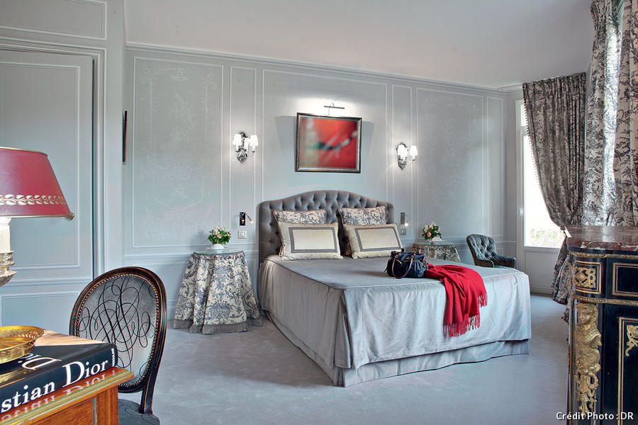 maison dior paris free french woman wears christian dior with maison dior paris chambre. Black Bedroom Furniture Sets. Home Design Ideas