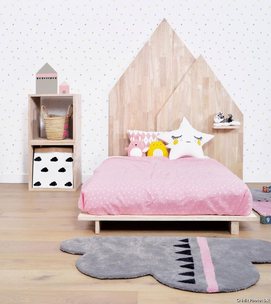 nice tete de lit petite fille 1 une t te de lit pour enfant en forme de maison en bois homeezy. Black Bedroom Furniture Sets. Home Design Ideas