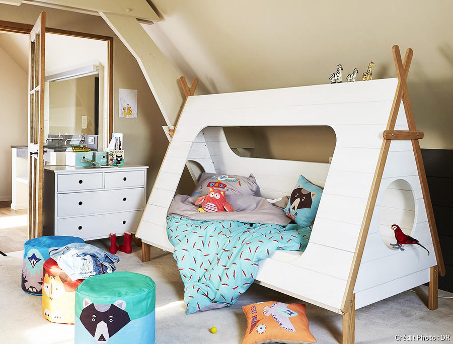 un lit en forme de tipi ralis en pin massif with alinea chambre enfants. Black Bedroom Furniture Sets. Home Design Ideas