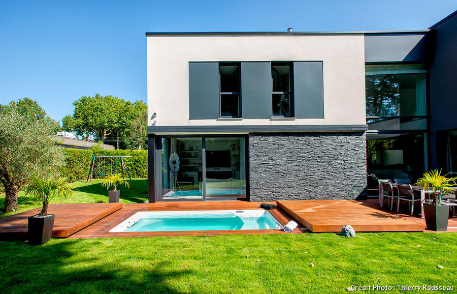 Protege terrasse trendy pare vue terrasse with protege for Protege piscine