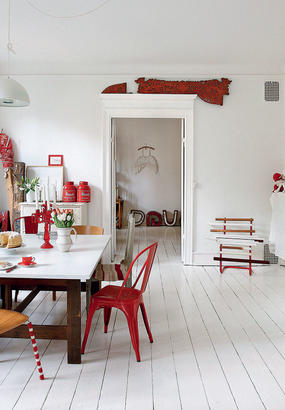 Un appartement en rouge et blanc à Copenhague