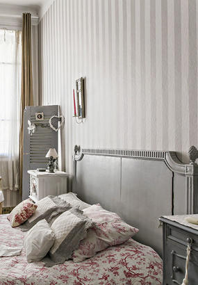 relooking en gris et en couleurs vives pour une chambre parentale. Black Bedroom Furniture Sets. Home Design Ideas